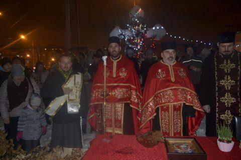 Освећење и налагање Бадњака у порти храма Светог Василија Острошког